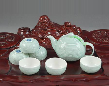青瓷成套茶具