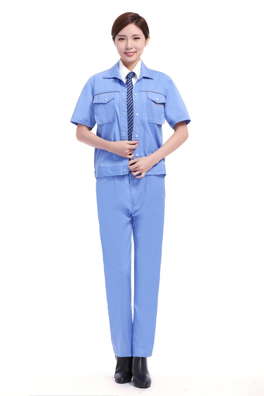 天藍色短袖