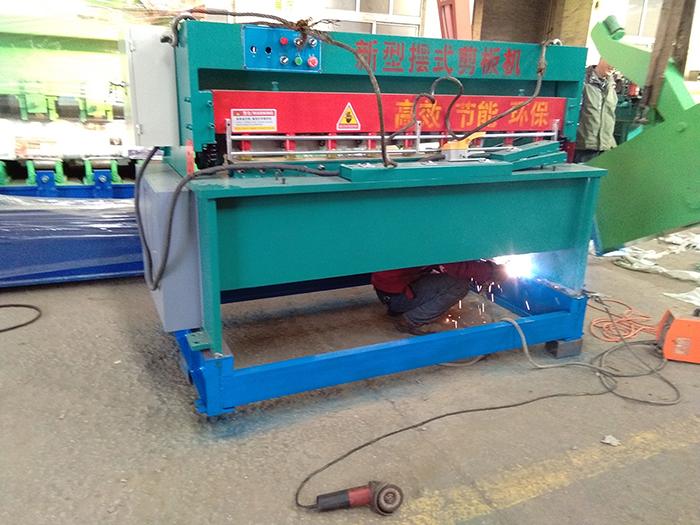 3X1600新型电动剪板机