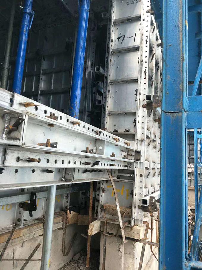 建筑铝模板拉片2