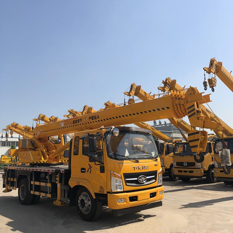 福康唐骏12吨吊车